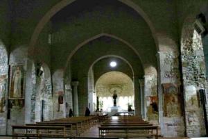 navata centrale della chiesa antica dell'incompiuta di Venosa