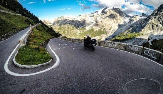 copertina playlist musica per viaggi in moto
