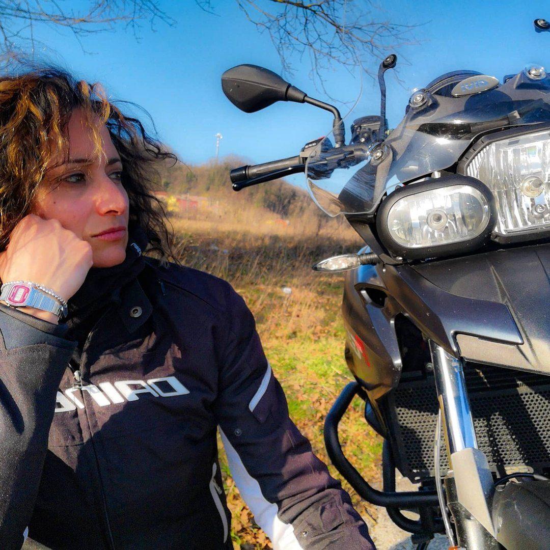 Lorella 🏍️👸 motogirltraveller
